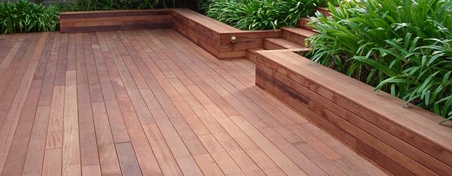Teindre son patio de bois en 5 étapes