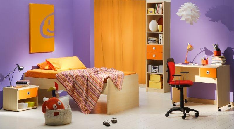 Chambre enfant mauve et orange