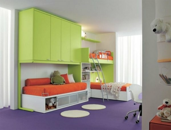 Salle familiale couleurs vives
