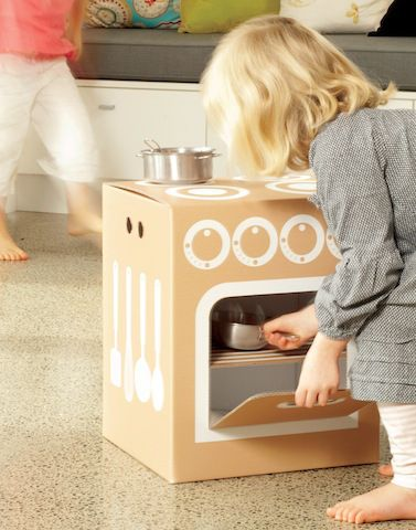four en boite de carton pour enfant