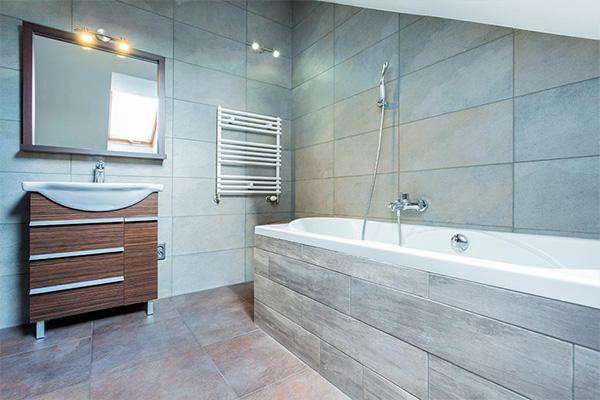 8 trucs pour faire paraître votre salle de bain beaucoup ...