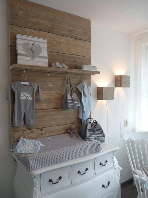 mur bois chambre de bébé