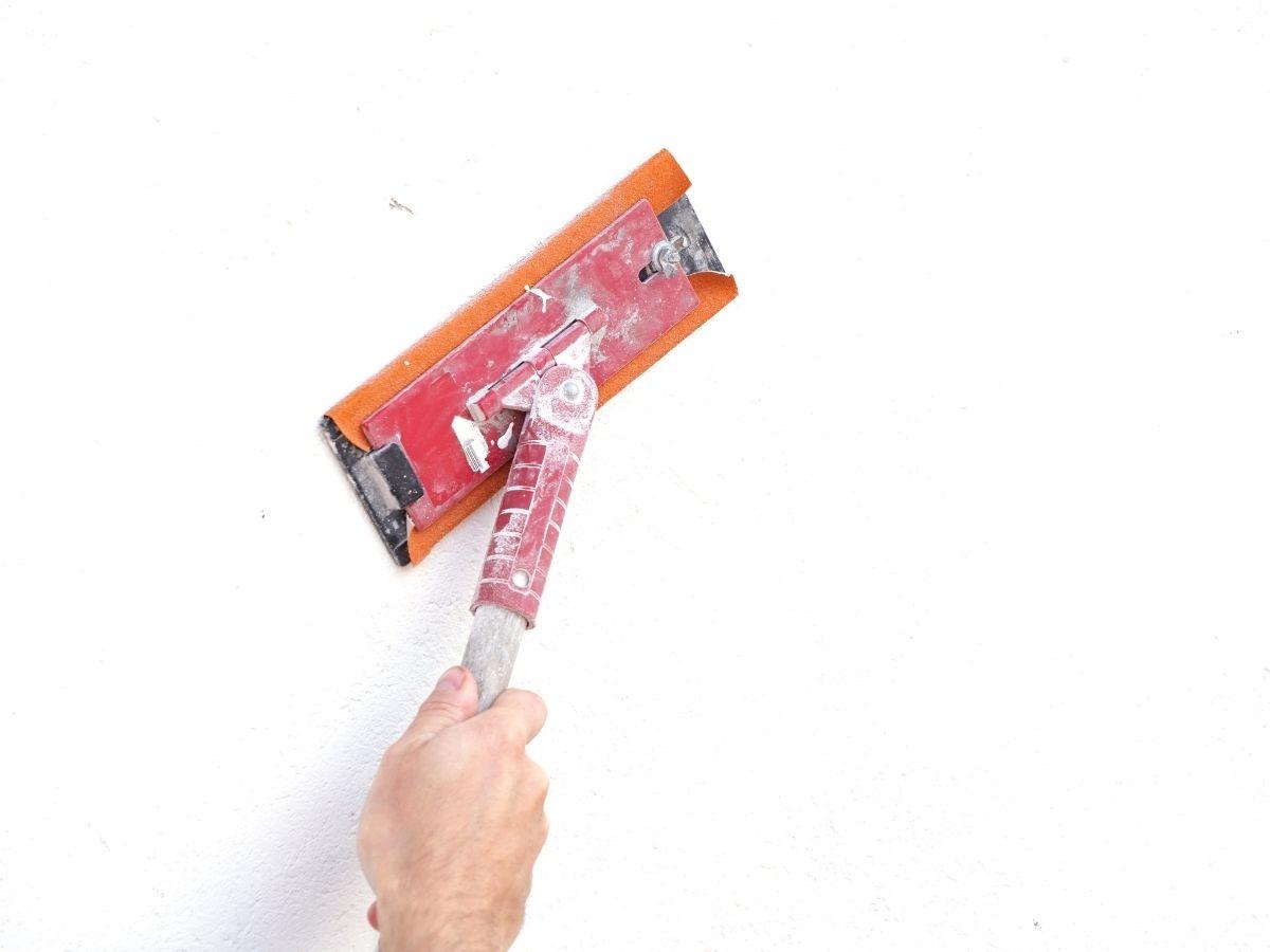 sabler surface avant peindre