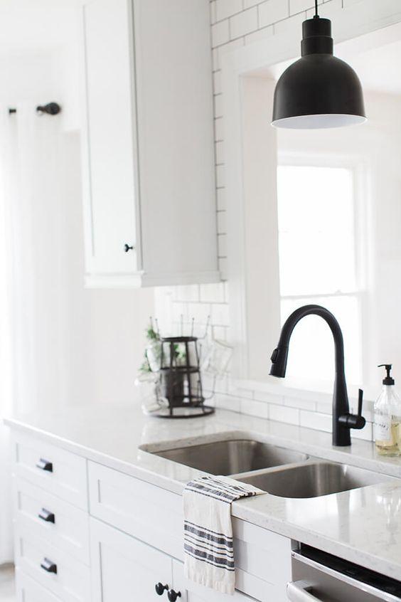 robinet de cuisine noir