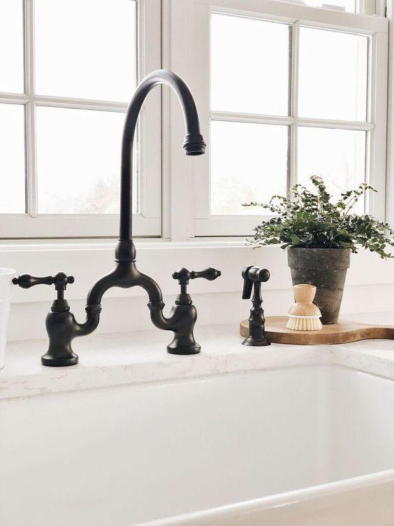 robinet noir antique