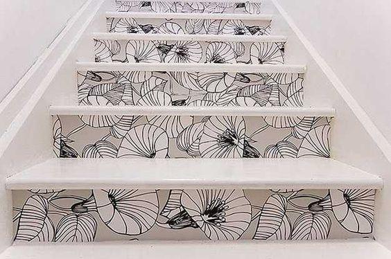 papier peint floral escalier