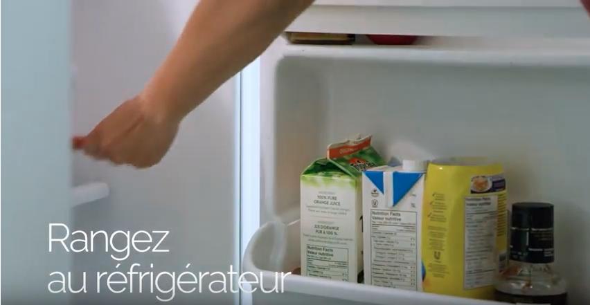 ranger pinceau au réfrigérateur
