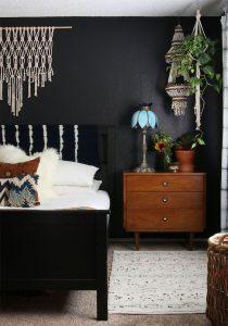 mur noir chambre à coucher