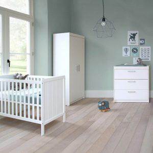 peinture chambre bebe garcon bleu-gris avec luminaire vintage