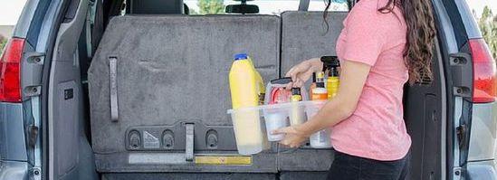 garder sa voiture propre en rangeant les produits dans un bac compartimenté