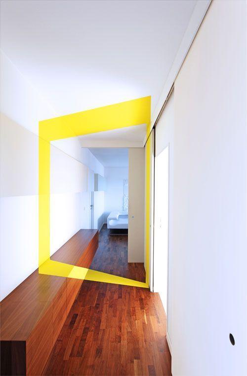 forme jaune mur