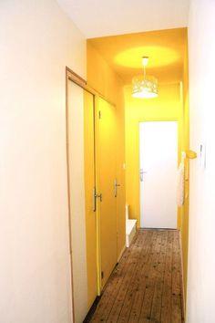 mur entree jaune