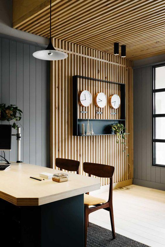 plafond structure planches de bois