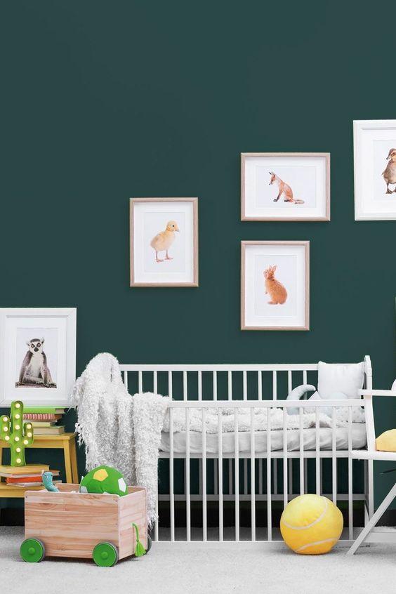 mur vieux vert chambre de bebe