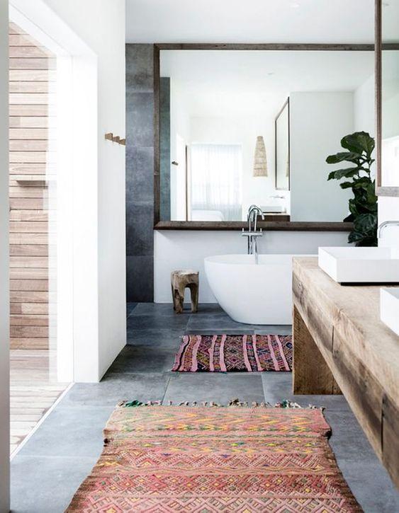 tapis motif incas salle de bain