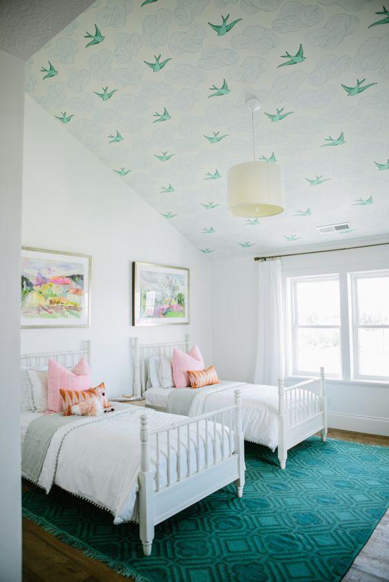 tapisserie plafond chambre enfant