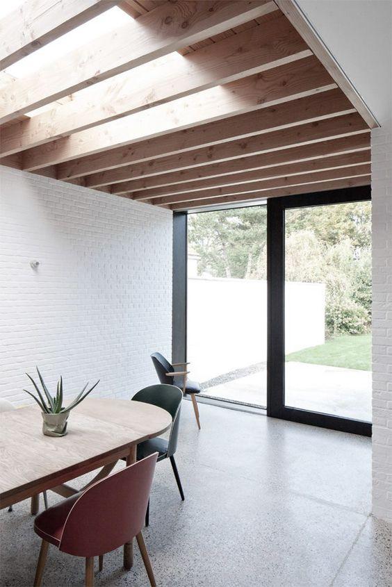 plafond planches de bois naturel