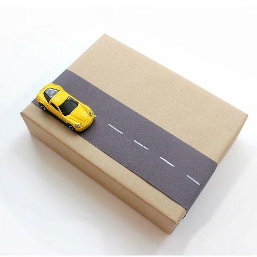 emballage cadeau enfant avec papier kraft