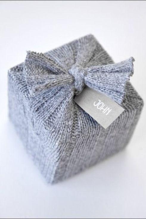 emballage cadeau en laine grise