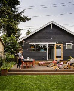 maison grise avec teinture patio