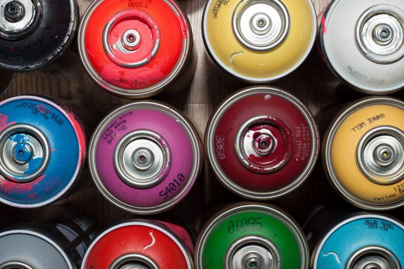 canettes peinture aerosol