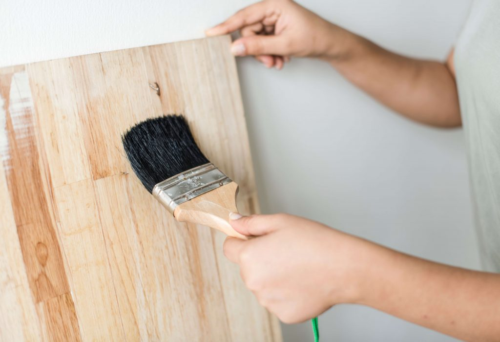 appliquer du vernis sur le bois