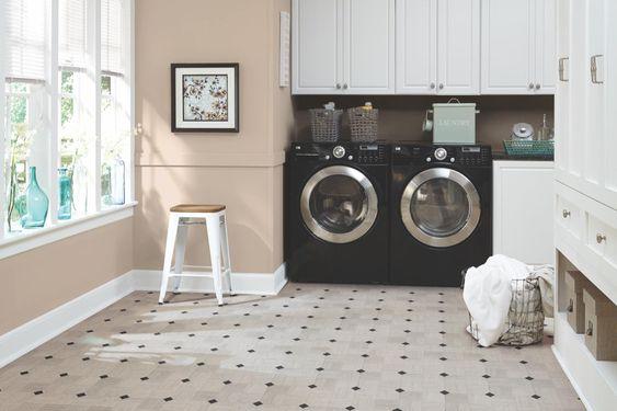 forme autocollante sur plancher salle de lavage