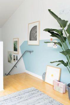 mur blanc et turquoise
