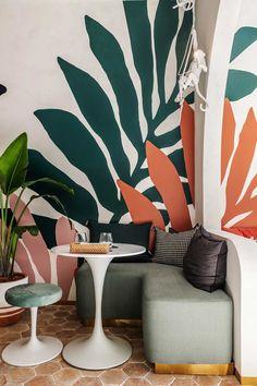 mur avec dessin feuilles