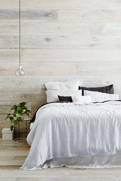 mur en bois blanchi