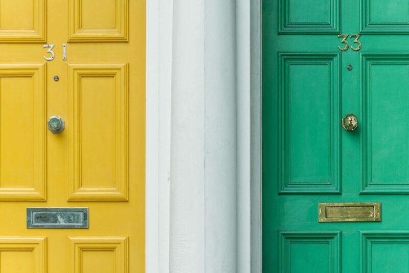 peinturer porte couleur verte ou jaune